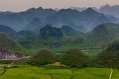 Prsa! (zcesty) Tags: výhled vietnam23 pole krajina hory vietnam nuidoiquanba dosvěta hàgiang vn
