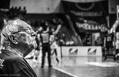 Seo Zé (guanaeslucas) Tags: basquete basquetebol basket basketball nbb bauru brasil brazil monocromatico preto branco pb bp bw wb amateur amador old velho idoso oldman grandfather shine brilho candid inocent canon dslr 76i 750d