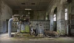 Das kleine Kraftwerk (12) (david_drei) Tags: abandoned lp lostplace urbex decay dampf uhr industry industrie powerplant powerhouse powerstation kraftwerk moos derelictbuildings