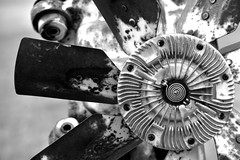 Parts Of The Engine (MarkusR.) Tags: mrieder markusrieder nikon d7200 nikond7200 vacation urlaub fotoreise phototrip usa 2017 usa2017 nebraska alliance carhenge stonehenge highplains automobiles vintageamericanautomobiles autos cars art kunst jimreinders cadillac oldtimer kunstwerk artwork monochrome sw bw engine motor nahaufnahme closeshot