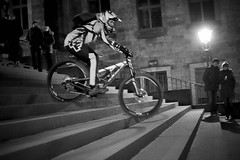 Dresden racing (Elmar Egner) Tags: fujixt1 zeiss distagon35mmf2 distagont235 street streetphotography bycicle bicycle bike trial