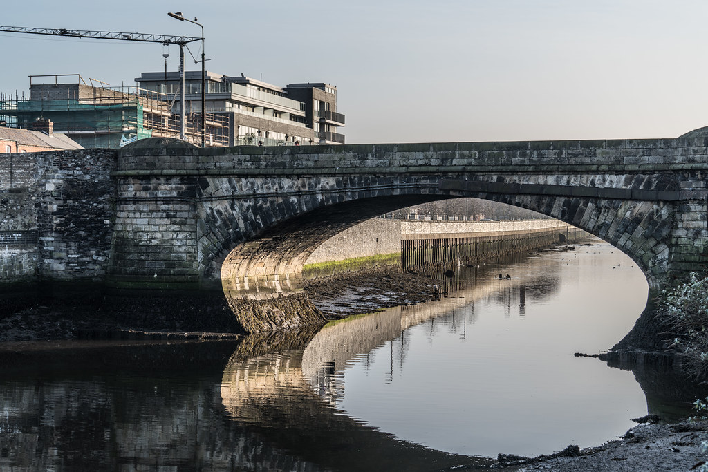 RINGSEND BRIDGE AT BRIDGE STREET [ACROSS THE RIVER DODDER]-135355