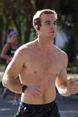23 Rock 'n' Roll Marathon (Omunene) Tags: humanarocknrollmarathonneworleans2018 brooks race marathon 42195k 26219m esplanadeavenue faubourgstjohn neworleans runners shirtless pecs nipples navel bellybutton chest