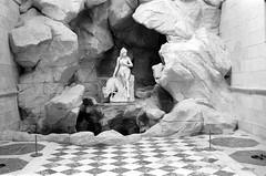 La laiterie de la reine à Rambouillet (Philippe_28) Tags: rambouillet château castle 78 yvelines iledefrance france europe fabrique laiterie grotte statue sculpture