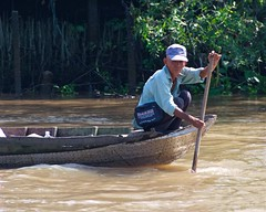 IMGP8447 The old boatman (Claudio e Lucia Images around the world) Tags: vietnam mekong mekongdelta delta people water river bath pentax pentaxk3ii pentax60250 acqua barca oldman oldboatman
