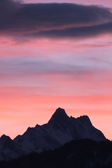 Sonnenaufgang - Sunrise bei Spiez mit Schreckhorn ( BE - 4`078 m - Nördlichster Viertausender der Alpen - Erstbesteigung 1861 - Berg montagne montagna mountain ) in den Berner Alpen - Alps im Berner Oberland im Kanton Bern der Schweiz (chrchr_75) Tags: hurni christoph januar 2018 schweiz suisse switzerland svizzera suissa swiss chrchr chrchr75 chrigu chriguhurni chirguhurnibluemailch albumschreckhorn schreckhorn alpen alps viertausender berg montagne montagna mountain kantonbern berner oberland albumregionthunhochformat thunhochformat hochformat kanton bern