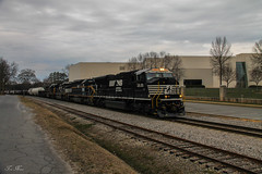 CSX Q539 at Cartersville (travisnewman100) Tags: csx norfolk southern hlcx helm leasing emd sd70m sd402 sd70m2 train railroad freight manifest wa subdivision cartersville georgia atlanta division locomotive q539