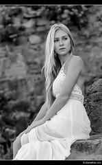 Monica - 5/5 (Pogdorica) Tags: modelo sesion retrato posado chica rubia playa zumaia monica