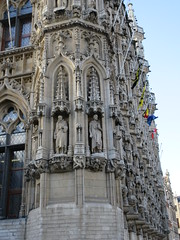 Detail of sculptures, Stadhuis, town hall in Leuven, Belgium (Paul McClure DC) Tags: leuven louvain belgium feb2018 architecture historic brabant flanders vlaamsbrabant belgique belgië