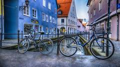 Exercice parfois... perilleux ! (Fred&rique) Tags: lumixfz1000 photoshop raw hdr allemagne memmingen vélos bicyclettes neige canal eau ruelle rue architecture bleu hiver