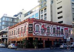 Cape Town, architectural contrast [Explore 27/02/2018] (Sokleine) Tags: architecture contrast heritage vintage citycentre historic décorarchitectural capetown lecap africa afriquedusud southafrica afrique mamaafrica restaurant resto mama