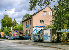 Ostend (JohannFFM) Tags: osthafen frankfurt ostend haus grafitti