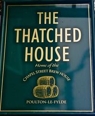 The Thatched House - Poulton-le-Fylde, Lancashire. (garstonian11) Tags: pubs lancashire poultonlefylde pubsigns realale camra gbg2018