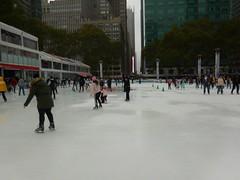 Ryan Park, Manhattan, Nueva York (yosoyviajadora) Tags: ryanpark manhattan nuevayork estadosunidos yosoyviajera travel yo soy viajera yosoyviajadora amoviajar pista de hielo parque ryan ny invierno actividades