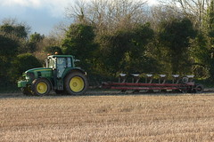 John Deere 7530 Tractor with a Kverneland 6 Furrow Plough (Shane Casey CK25) Tags: john deere 7530 tractor kverneland 6 furrow plough jd green castlemartyr traktori traktor trekker tracteur trator ciągnik ploughing turn sod turnsod turningsod turning sow sowing set setting tillage till tilling plant planting crop crops cereal cereals county cork ireland irish farm farmer farming agri agriculture contractor field ground soil dirt earth dust work working horse power horsepower hp pull pulling machine machinery nikon d7200