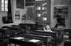 . (Film_Fresh_Start) Tags: 6x9 argentique carcassonne carlzeissjenatessar105mm35 folding ilfordfp4125 moyenformat pentaconexona vacances film bw nb musée classroom