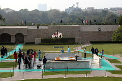 rajghat memorial (kexi) Tags: delhi india asia memorial monument rajghat people visitors grass canon february 2017 instantfave