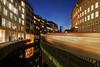 Die Fahrt in den Fleet (Lilongwe2007) Tags: hamburg deutschland blaue stunde ubahn u3 hochbahn züge eisenbahn strichspur fahrzeuge verkehr öpnv rödingsmarkt rathaus michel dämmerung nacht abend