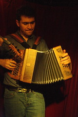 I Fratelli Tarzanelli (2018) 04 - Pablo Golder (KM's Live Music shots) Tags: worldmusic italy ifratellitarzanelli pablogolder diatonicaccordion accordion folkonmonday greennote