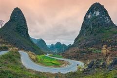 Pải Lủng Hà Giang02.18 (HADAOPHOTO) Tags: hàgiang mountain canon1dsmarkiii canon1635mmf4isusm landscapes vùngnúitâybắc vietnam nôngthônmiềnnúi photography sunrise
