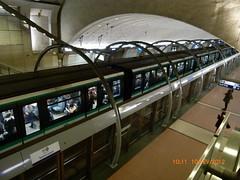 Paris station de métro Saint Lazare de la ligne n° 14 . (thalyscc40110) Tags: paris métro cercle quai voûte éclairage