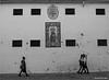 Al paso (Manuel Moraga) Tags: manuelmoraga alpaso chicas blancoynegro córdoba andalucia comunidadandaluza españa explore