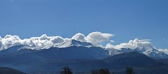 Dikti massif around noon - clouds are coming. (Ia Löfquist) Tags: crete kreta lasithiplateau lasithiplatån vandra vandring hike hiking walk walking mountain berg cloud moln