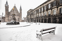 Binnenhof @ The Hague (zilverbat.) Tags: denhaag binnenhof sneeuw binnenstad image innercity thenetherlands timelife town zilverbat wallpaper wintertime winterweer winter world hofstad holland hotspot snow postcard koud wheather bench area map tour parlement innercourt eerstekamer tweedekamer snowfall sneeuwval gladheid knmi glad regering government bestuur bewind news nieuws vriespunt code geel stedelijk oostenwind medievel