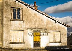 Abandonnée (patoche21) Tags: bourgogne bourgognefranchecomte cotedor europe france abandon architecture façade portesfenêtres ruralité burgundy patrickbouchenard