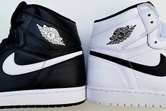 Ying Yang!!!! Now you can see why these pairs are called Ying Yangs lol (~☮Rigs Rocks☮~) Tags: rigsrocks kicks aj1s nike airjordans yingyang