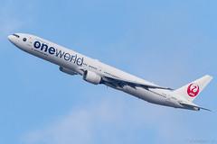 "Itami Airport 2018.1.27 (13) JA752J / JAL's B777-300 with ""oneworld"" logo (double-h) Tags: omd em1markii omdem1markii mzuikodigitaled300mmf40ispro 14xteleconvertermc14 rjoo itm osakaairport itamiairport 大阪空港 伊丹空港 airplane 飛行機 昆陽池公園 koyaikepark koyapondpark ja752j jal 日本航空 b777 b777300 oneworld ワンワールド specialpainting 特別塗装"