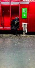2018-02-20 - Mardi - 51/365 - Exit Sleep - (Gorgius) (Robert - Photo du jour) Tags: 0100régionparisienne 0400inconnue 04qui enchemintravail france paris 2018 février régionparisienne rouge inconnu dormir portrait visagedunjour exitsleep gorgius quai rer rera