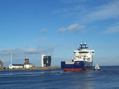 Leaving Aberdeen, Aberdeen Harbour, Feb 2018 (allanmaciver) Tags: aberdeen north east coast sea water blue shaed harbour master roundhouse pilot vessel silver city granite oil supply allanmaciver