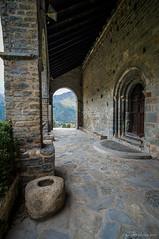 El cobijo del porche (SantiMB.Photos) Tags: 2blog 2tumblr 2ig durro iglesia church románico romanesque geo:lat=4249807007 geo:lon=082079351 geotagged cataluna españa esp