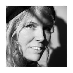 Sparkling eyes (nathaliedunaigre) Tags: anne portrait pétillance sparklingeyes noiretblanc nb bw blackwhite carré square femme woman