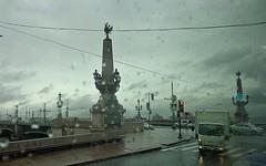SAN PIETROBURGO - Russia (cannuccia) Tags: paesaggi landscape citta russia sanpietroburgo strade pioggia cieli fili grigio colonne luci