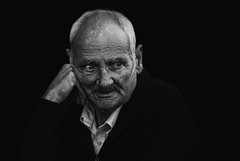 /? (dagomir.oniwenko1) Tags: skegness men male man oldman wrinkles street style blackandwhite bw blackbackground lincolnshire life england edis08edis08 eyes face flickr ritratto retrato portrait person portret people portraits canon candid