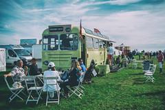 Having a good time at the Broadway Hotel (edelweisskoenig) Tags: britain england fuji fujifilm fujinon reisen uk travel dunsfold wingsandwheels wingsnwheels wingswheels wingswheels2017 xpro1 fujifilmxpro1 23mm 23mmf2 xf23mmf2rwr xf23 xf23mmf2 fujinonxf23mmf2rwr bus picnic break imbiss snack teatime food truck rest relax people menschen friends freunde fun spass unterhaltung broadwayhotel green grün bbq restaurant tigerlilly