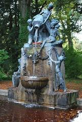 Le Creusot (71) : la fontaine des enfants dans le parc du château de la Verrerie (odile.cognard.guinot) Tags: fontainedesenfants schneider lecreusot 71 bourgogne bourgognefranchecomté saôneetloire parcdelaverrerie carlèsantonin 1913