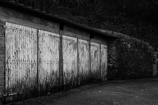 derrière les portes