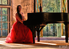 0.391 (ARS VIVENDI 66) Tags: ladyinred lady red piano lostplace grabowsee verlassen ruine