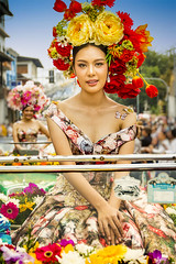 Thai Flower Girl (♥siebe ©) Tags: 2018 chiangmai flowerfestival siebebaardafotografie thai thailand festival flowers girl portrait portret wwwsiebebaardafotografienl ขบวนแห่ งานเทศกาล ประเทศไทย รูปคน สาว เชียงใหม่ เมืองไทย ไทย nederland vibrant colors มีสีสัน colorful