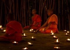 Meditation (Lauro Meneghel) Tags: thailand lights reflections buddhism monks orange meditation asia travel chiangmai thai tailandia trip southeastasia exploring adventure world culture discover vibes sensations stunning emotions 2018 religion