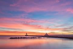 Enchantingl sunrise! (karindebruin) Tags: geel usa america minnesota duluth canalpark sunrise zonsopkomst pier stones stenen vuurtoren lighthouses clouds wolken lake meer lakesuperior