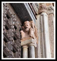 Portale della cattedrale di Lodi (claudiobertolesi) Tags: claudiobertolesi 2017 lodi lombardia italy catholic cattedrale cattolicesimo artesacra arte arteromanica colonna capitello portale religion church chiesa