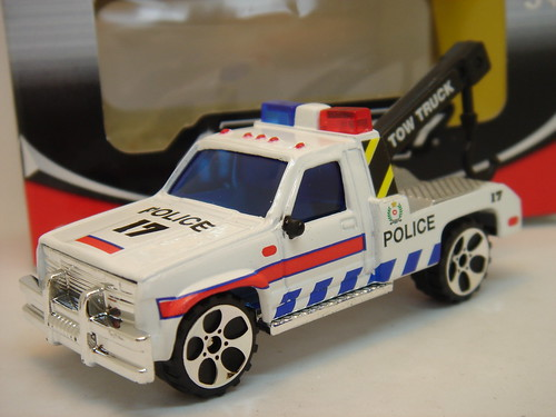 REALTOY GMC SIERRA NO21 TOW TRUCK POLICE VEHICLE MATCHBOX COPY 1/64