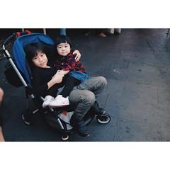 哥哥抱 Hugs (050/365/2018) #lukang  #changhua #taiwan #asian (lovetogothere ⅓) Tags: lukang changhua taiwan asian