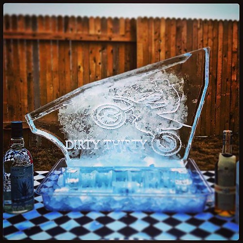 Nothing like a #custom #shotblock to celebrate your #dirty30 #fullspectrumice #thinkoutsidetheblocks #brrriliant - Full Spectrum Ice Sculpture