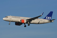 SE-DOY Airbus A320-251N EGLL 18-12-17 (MarkP51) Tags: sedoy airbus a320251n a320 a320neo scandanavianairlines sk sas london heathrow airport lhr egll england aviation jet airliner aircraft airplane plane image markp51 nikon d7200 sunshine sunny aviationphotography