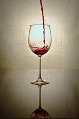 Vin (test studio) (tatananas) Tags: vin verre wine darktable gimp flash gmic rouge studio